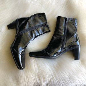 La CANADIENNE • Crinkle Leather Square Toe Bootie